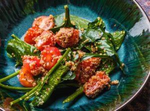 Тар-тар из лосося со шпинатом