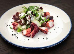 Королевский салат из осьминога
