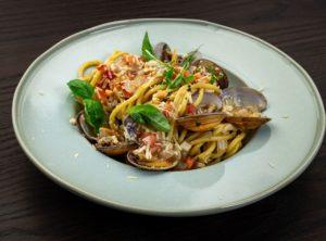 Спагетти с ракушками вонголе по-сицилийски